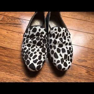Women's Sz. 6 YS Flat shoe
